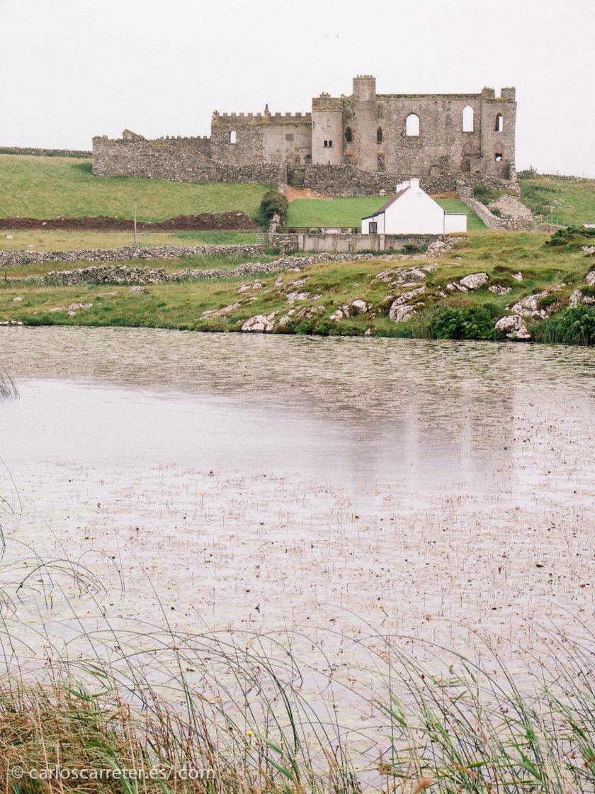 Nos iremos a Irlanda, como lo hace Ullman para rodar la película. Bien elegida la localización por las contradicciones entre modernidad y tradición religiosa que ha sufrido históricamente.