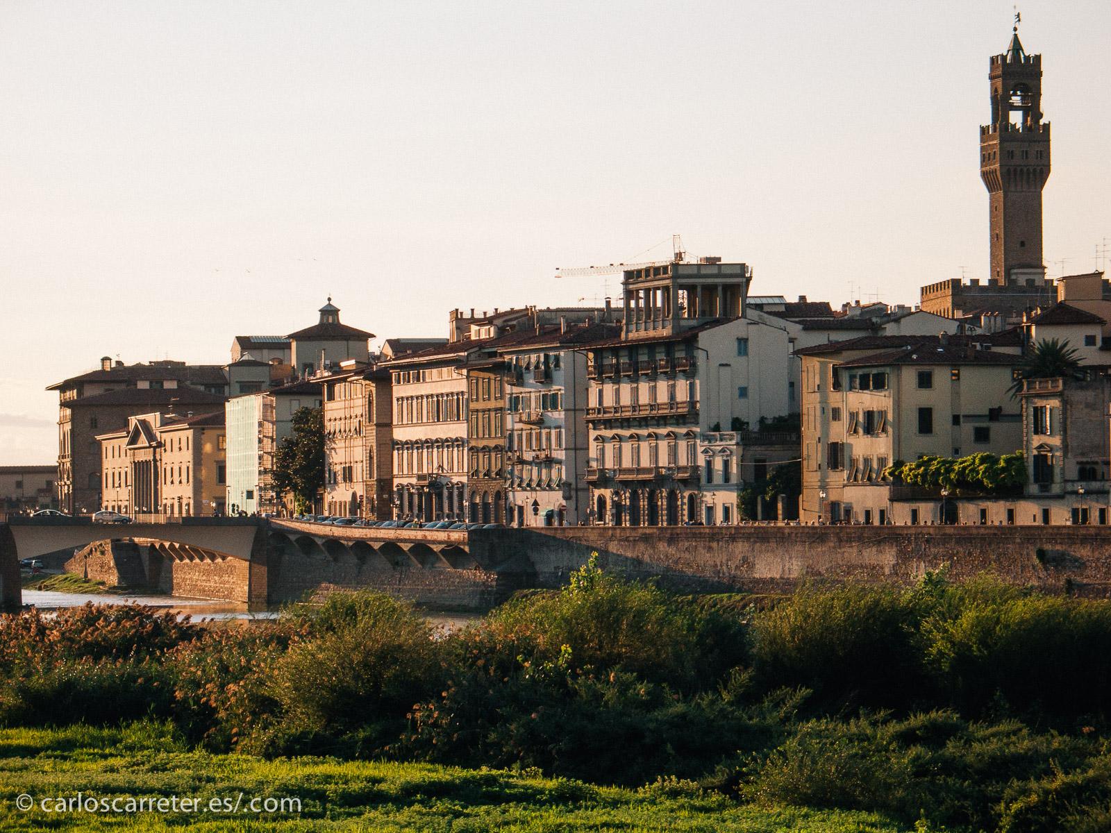 Pero aparte de eso, es estupendo estar en Florencia en cualquier otro momento, a pesar de las nuevas plagas de la modernidad, los turistas.