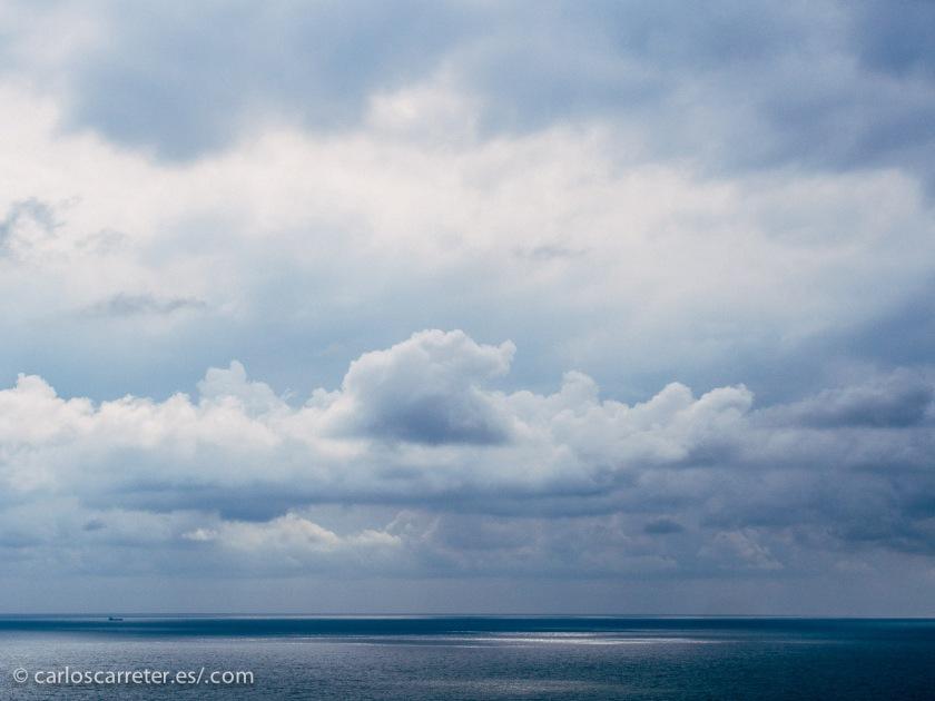 Dejando aparte las enormes olas de marea que lo recorren, el enlentecimiento del paso del tiempo debido al efecto de la gravedad, tiene unas posibilidades y unas consecuencias tremendas.