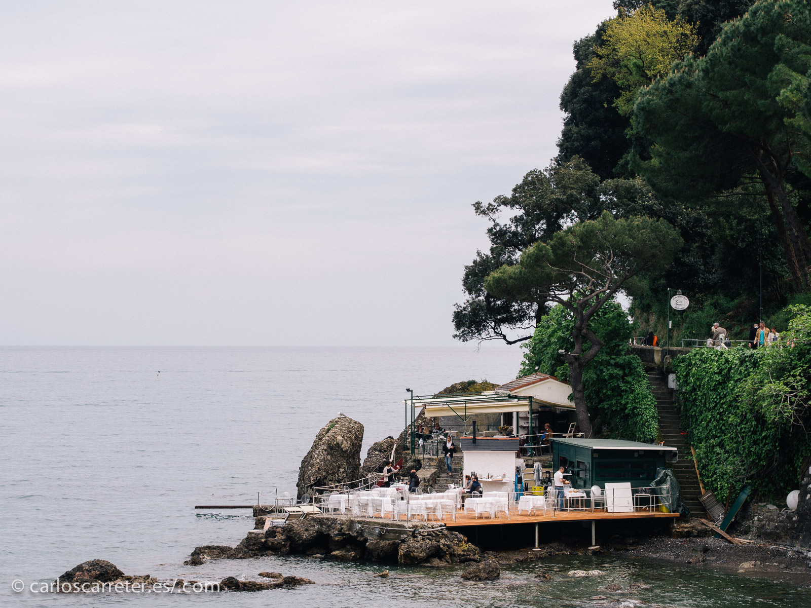 Eso sí. Aunque ahora me despida con una fotografía de la península de Portofino, me hago el propósito de resolver en un futuro esta carencia.