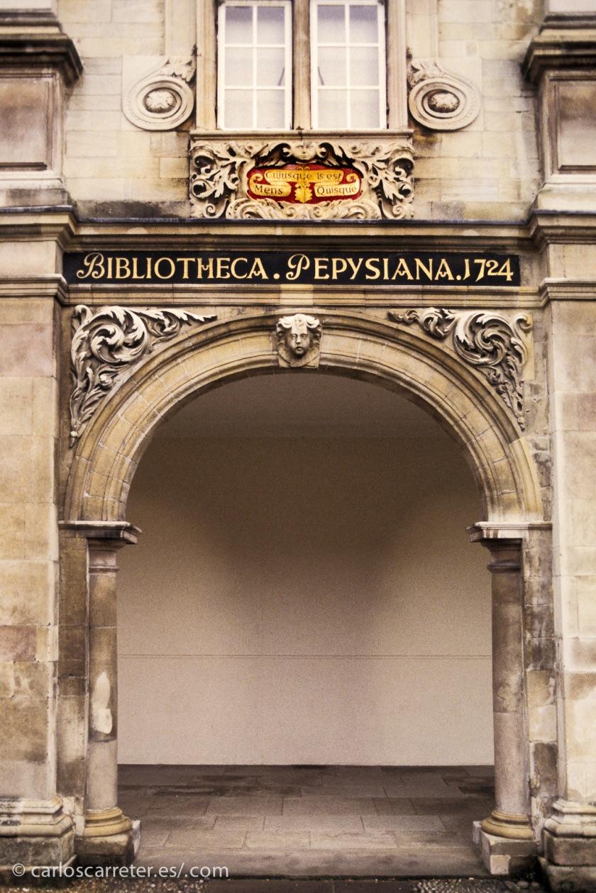 Buena parte de la película transcurre en Cambridge, donde despuntó el científico a pesar de ser de Oxford.