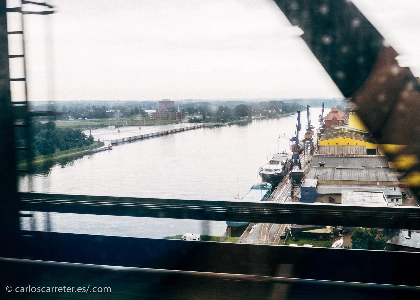 La Guerra de los Ducados o Segunda Guerra de Schleswig fue un conflicto, el segundo, por la soberanía de los ducados de Schleswig y Holstein. Por allí pasé yo en tren en 2011. En la fotografía, el canal de Kiel.