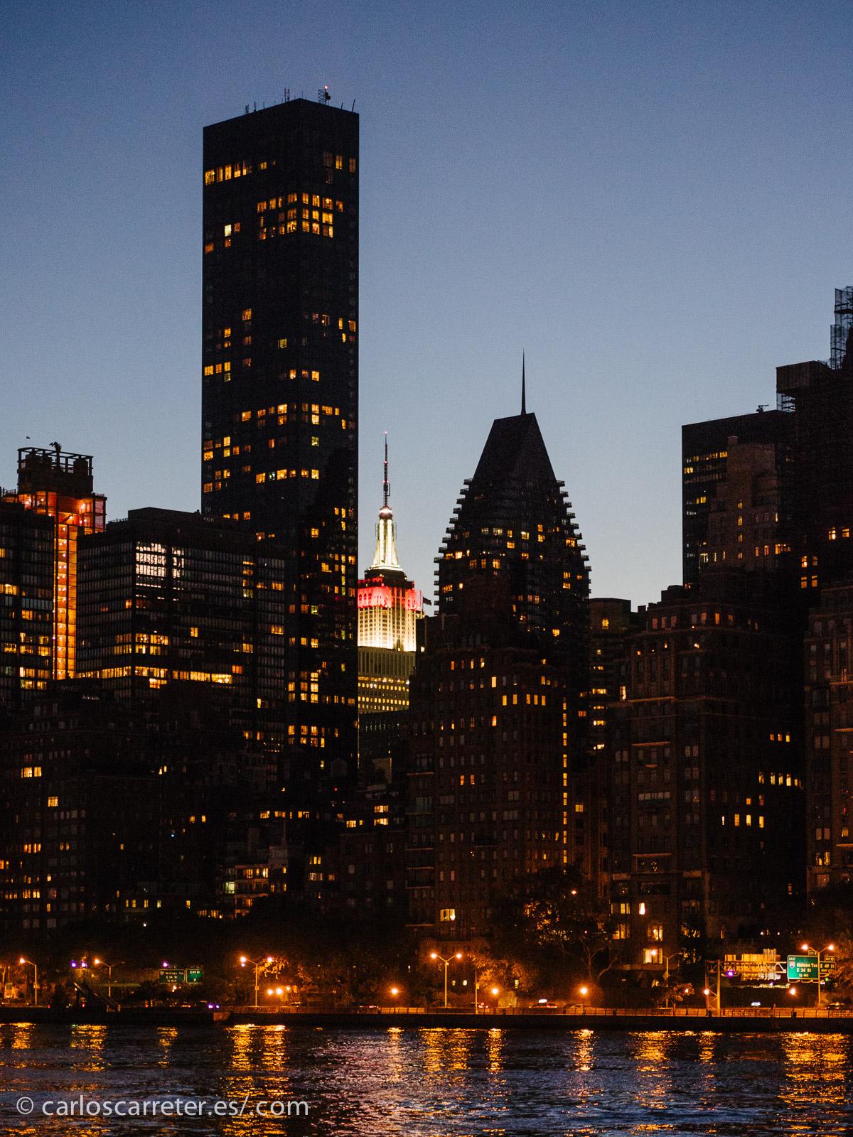 Y qué mejor que un anochecer en Manhattan como se ve desde la isla de Roosevelt. Bonito, ¿verdad?