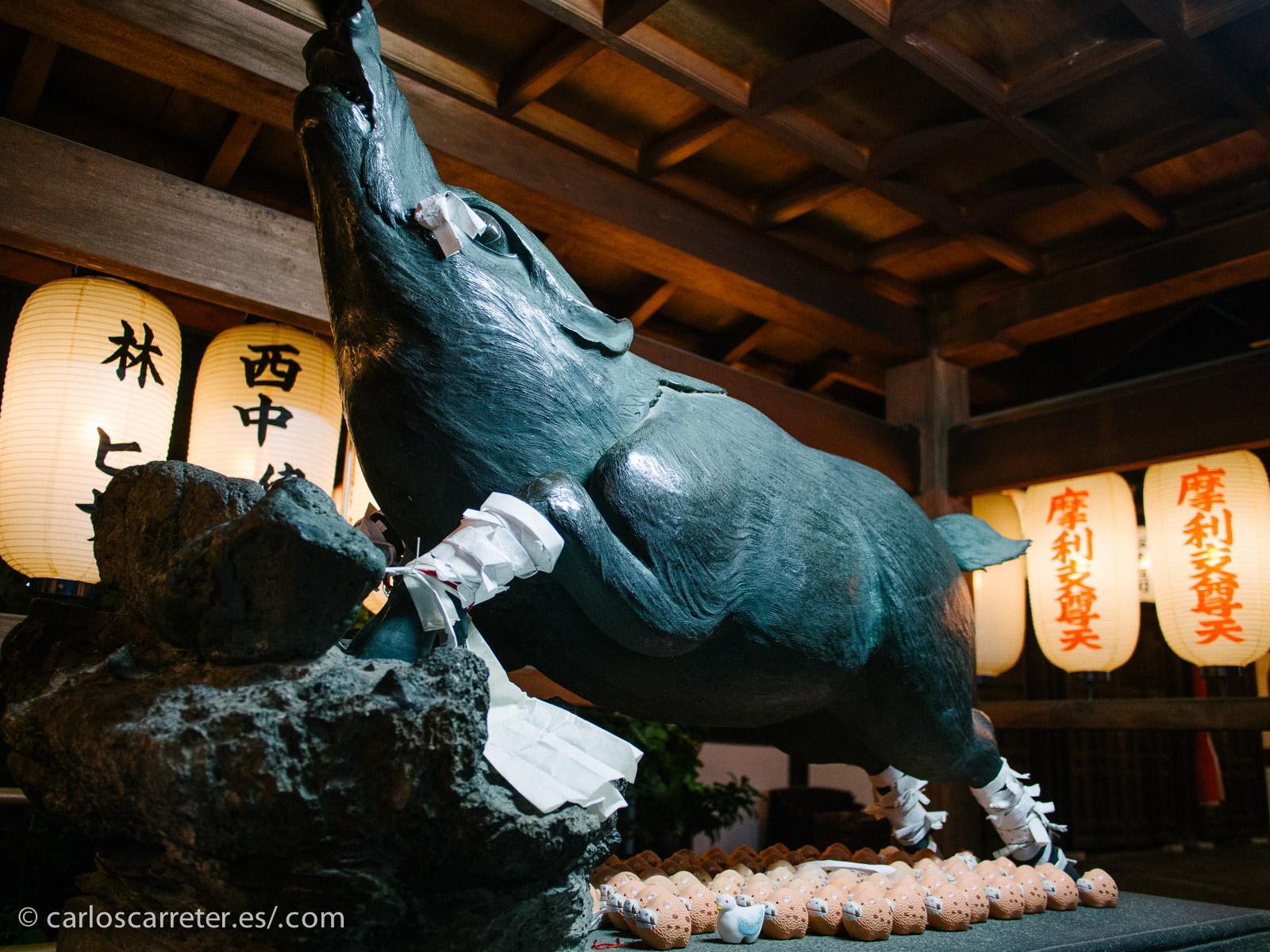 Las mitologías budistas y sintoistas en el fondo de muchos de los relatos de Akutagawa, así como los animales míticos de las mismas.