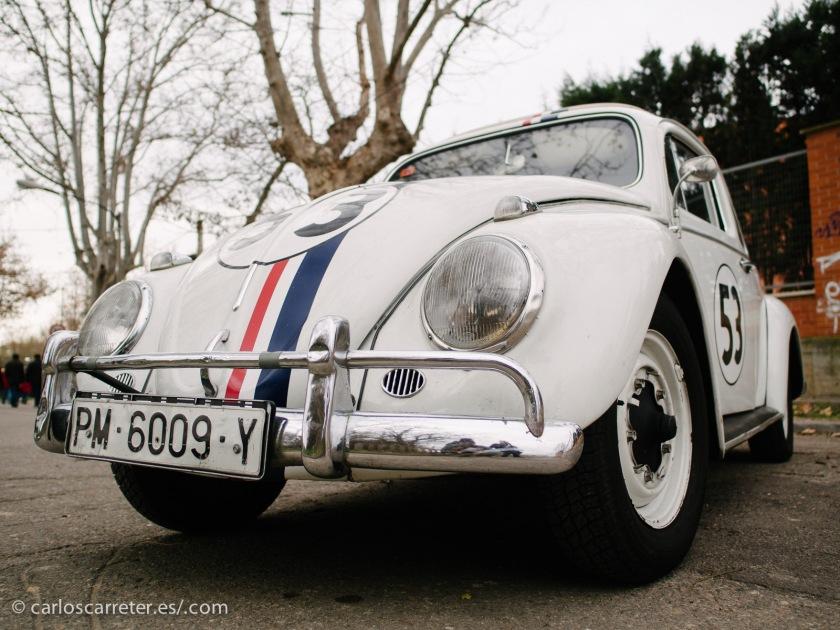 """O los siempre coquetos """"Escarabajos"""", alegremente decorados disfrazados de """"Herbies""""."""
