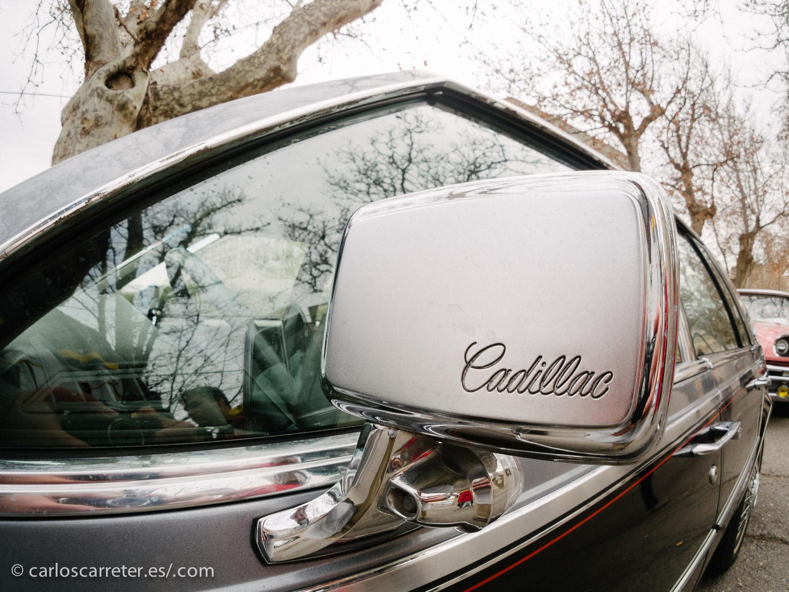 O los retrovisores grabados de los siempre vistosos Cadillac.
