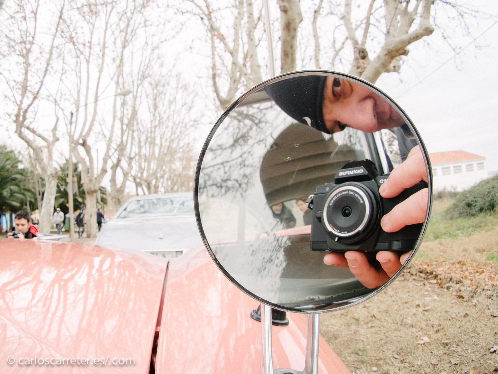 Y con los automóviles, no faltan los espejos y las superficies reflectantes para intentar los selfis más originales.