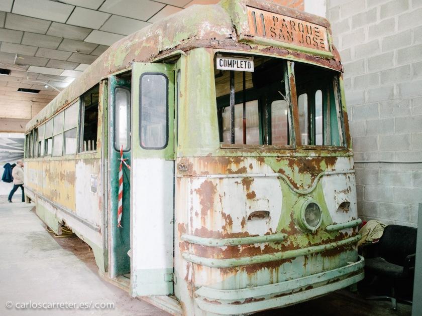 """Sin embargo, el viejo tranvía de la línea 11 de Zaragoza """"Parque - San José"""", la mía de mi infancia, necesita un buen repaso."""