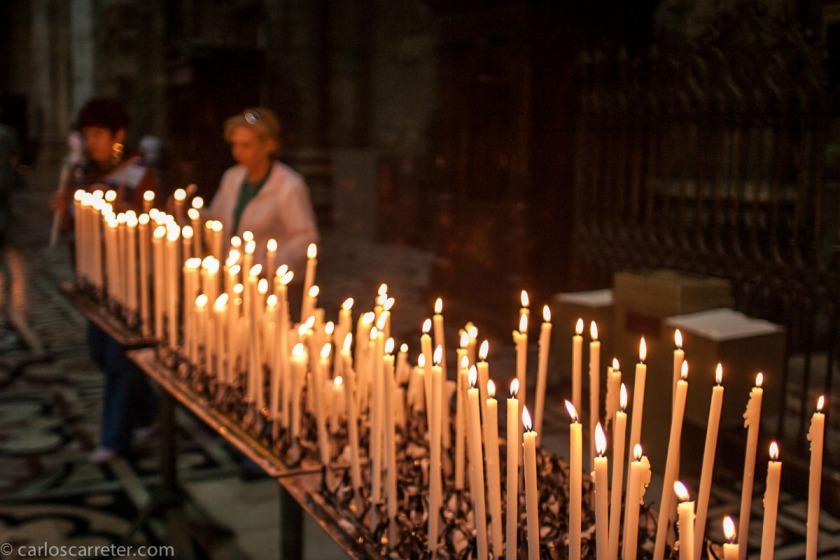 Las religiones abrahámicas más conocidas, a pesar de estar emparentadas entre sí e incluir un código de comportamiento similar, llevan siglos enfrentadas entre sí, con el surgimiento de frecuentes movimientos fundamentalistas e intolerantes. Catedral de Milán.