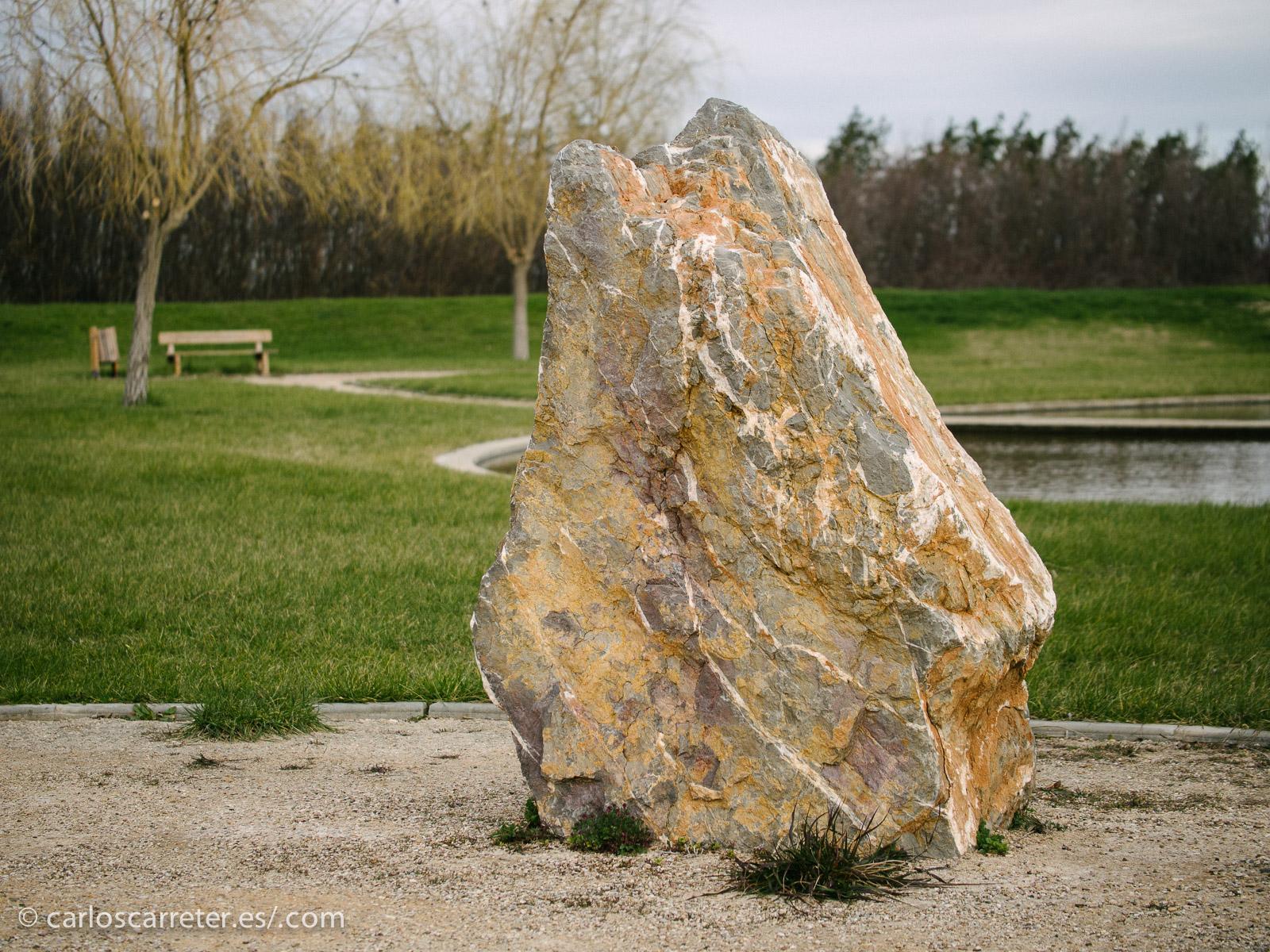 Hemos comenzado la mañana, tras trasladarnos al lugar, visitando el Jardín de Piedras.