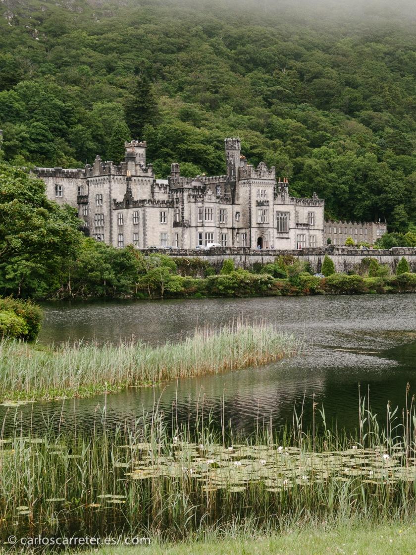 En honor a la selección del trebol, nos iremos a Irlanda, y pasearemos por Connemara, acercándonos a la abadía de Kylemore.
