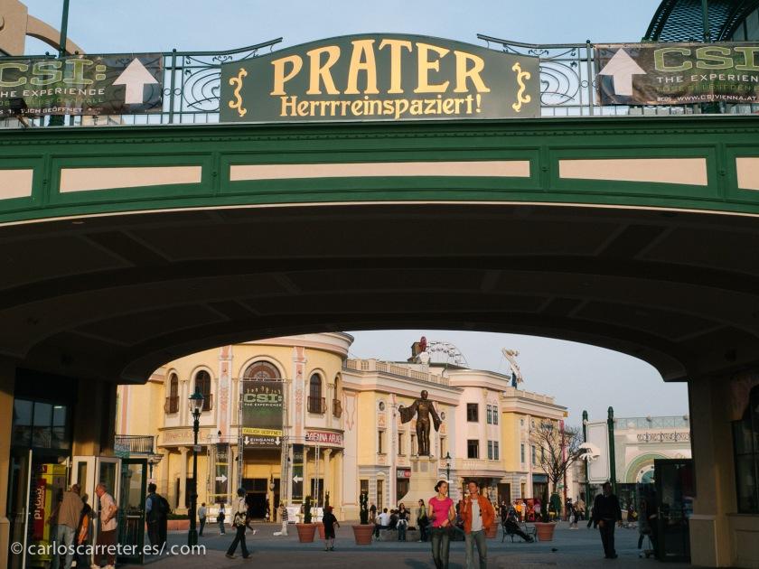 El Prater es sin duda el más célebre parque de la capital austriaca, e incluye un animado parque de atracciónes.