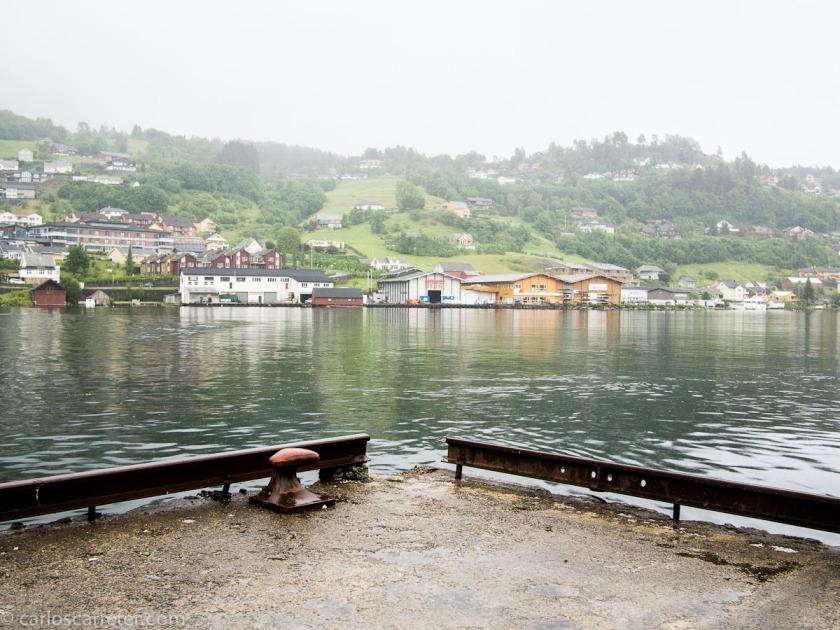Donde podremos pasear por alguna de las típicas poblaciones noruegas con coloridas casitas de madera.