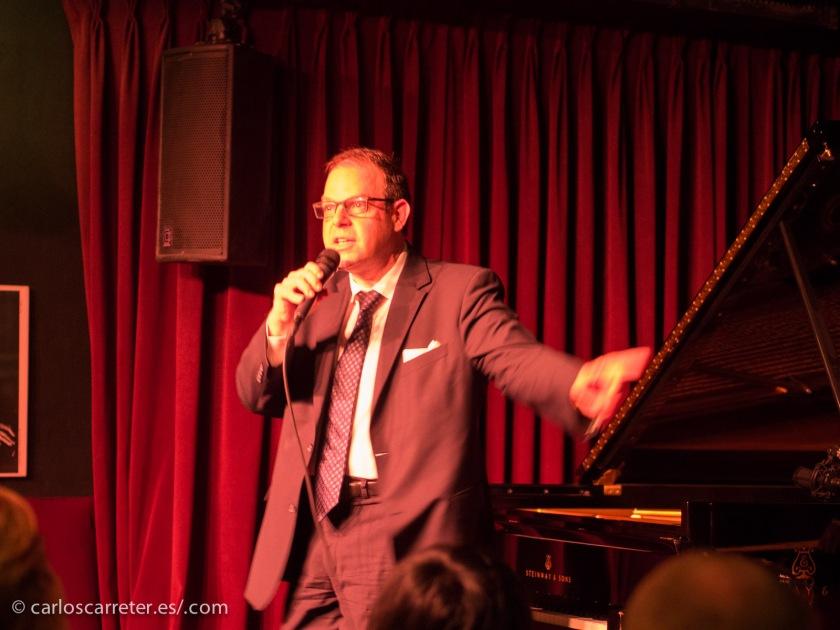 Pero sin duda uno de los momentos más memorables de mi historia con los conciertos de jazz fue el del trío de Bill Charlap en el mítico Village Vanguard de Nueva York. Cuántas grabaciones nos puso Cifu realizadas en este club de jazz de la Gran Manzana...