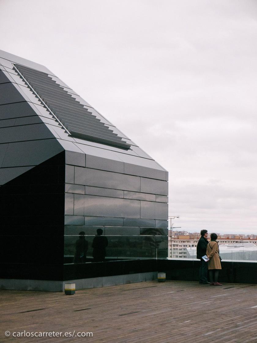 Aunque amenace la lluvia, no hay visita al IAACC Pablo Serrano sin subida a su espléndida terraza.