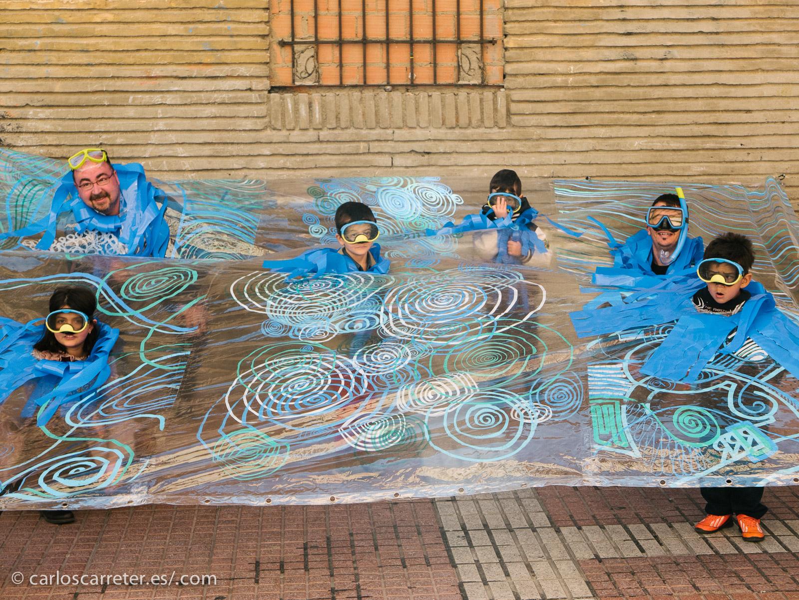 Acompaño este librito de un entorno lúdico. Este pasado sábado, la calle Delicias de Zaragoza realizó una serie de actividades de promoción del barrio con tema marítimo.