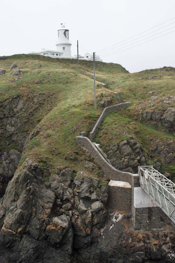 También podemos pasear por la accidentada y bonita costa de Pembrokeshire.