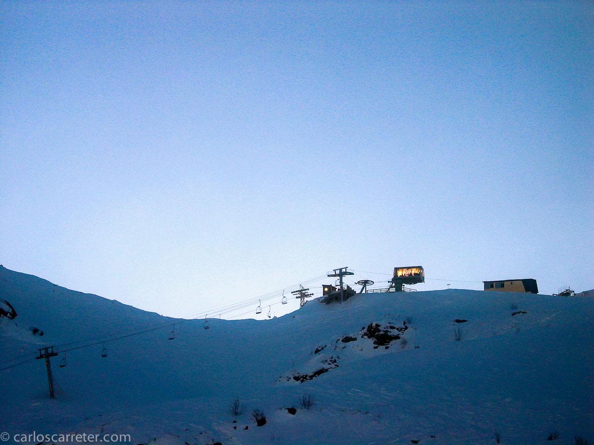 En los últimos años, circunstancias diversas, especialmente una lesión en la rodilla, me han impedido practicar el esquí. Con lo bonita que es la luz del invierno en estaciones como la de Artouste, al otro lado del Portalé, en Francia.