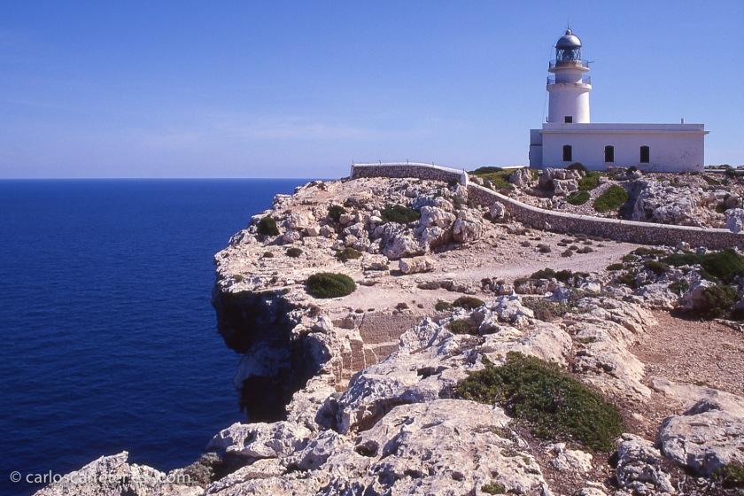 Parece que la película fue rodada en las islas Canarias; no he estado yo tan al sur, así que nos conformaremos con Menorca, y su Cap de Cavalleria.