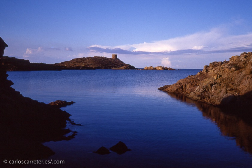 En cualquier caso, aunque haya tan bellos paisajes como este de la Cala Sa Torreta, no bastan para levantar la película.