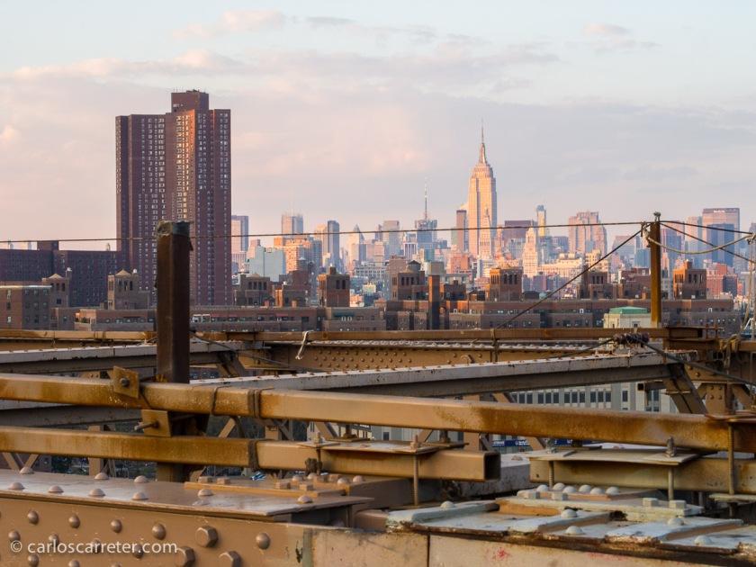 Acompañando a Andrew, a Briony, a Martha,... recorremos varias ciudades de la geografía nortemericana, pero es Nueva York uno de los lugares principales.