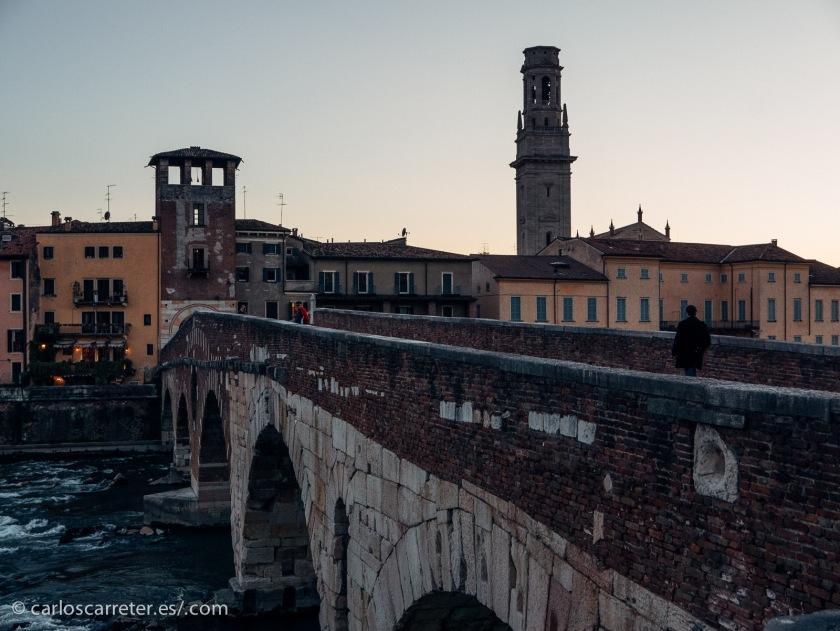 A falta de imágenes de los mundos de estos galácticos Romeo y Julieta, nos iremos a Verona, la patria de los originales shakespearianos.