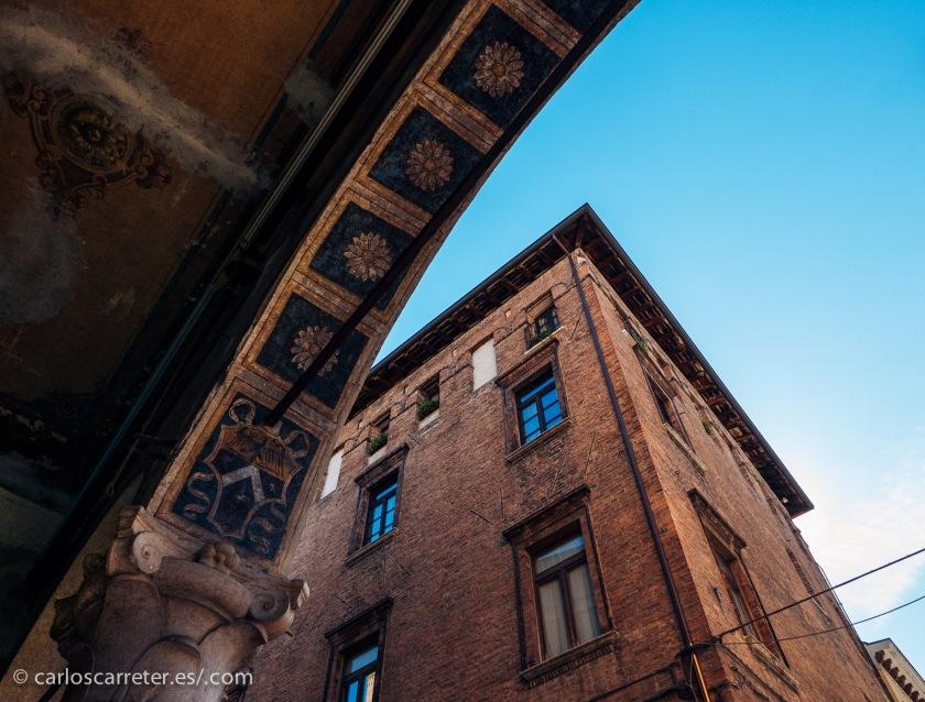 En mi reciente viaje por Italia pisé tierras lombardas, por ejemplo en Mantua; no excesivamente cerca de donde se ha rodado la película, que creo que es Varese y alrededores.