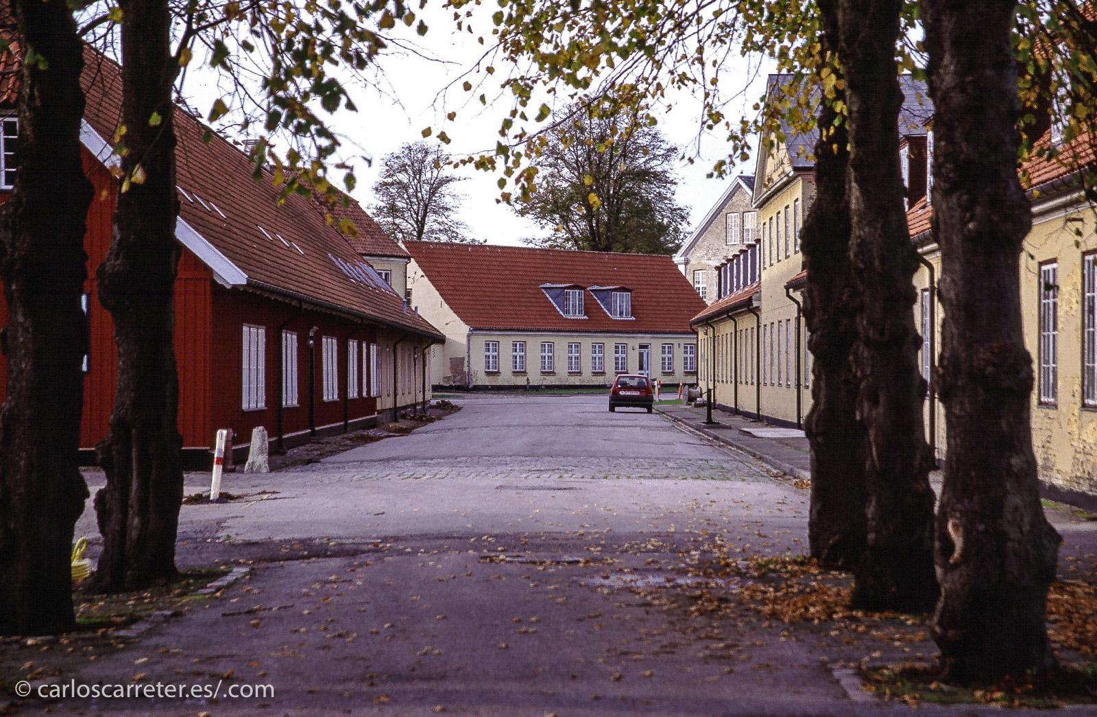 Hoy os traigo en fotos, algo de lo que se puede ver en estos días por mi Tumblr, cuya dirección viene abajo. Por ejemplo, aparecerán los acuartelamientos del castillo de Kronborg en Helsingør, la shakespeariana Elsinor, en Dinamarca.