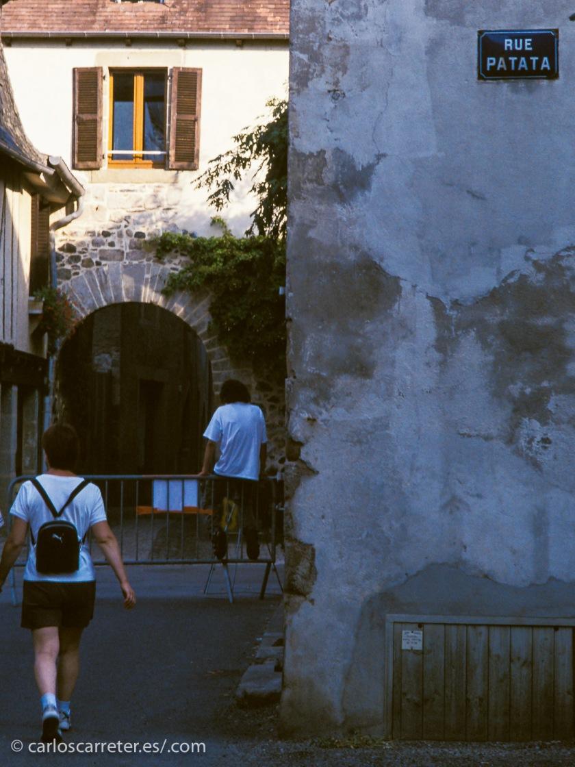 """Beaulieu, """"bello lugar"""" en francés, se haya en el alto Quercy, y es uno de esos pueblos que compiten por el título del """"pueblo más bonito de Francia""""."""