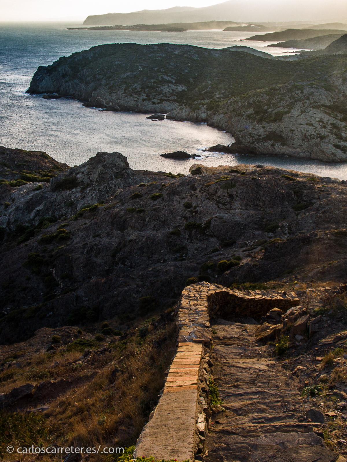 Pero con la luz y la calidez del Mediterráneo, en uno de los lugares donde todavía se conserva el paisaje.