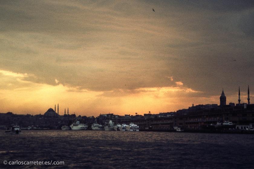 Por supuesto, Estambul; la bella y caótica ciudad del bósforo es escenario de una buena parte del filme que nos ocupa hoy.