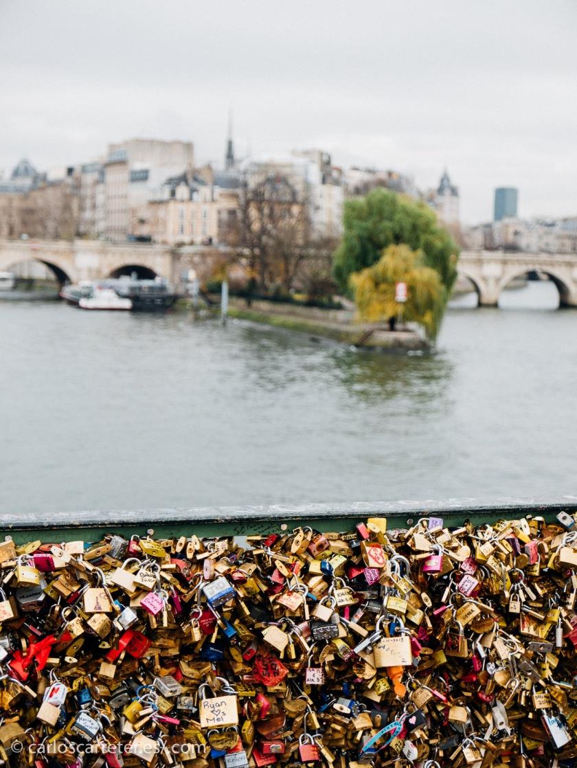 Que terminaremos en el Pont des Arts... ¿no parece apropiado? No sé. En cualquier caso, un buen lugar para pasear.