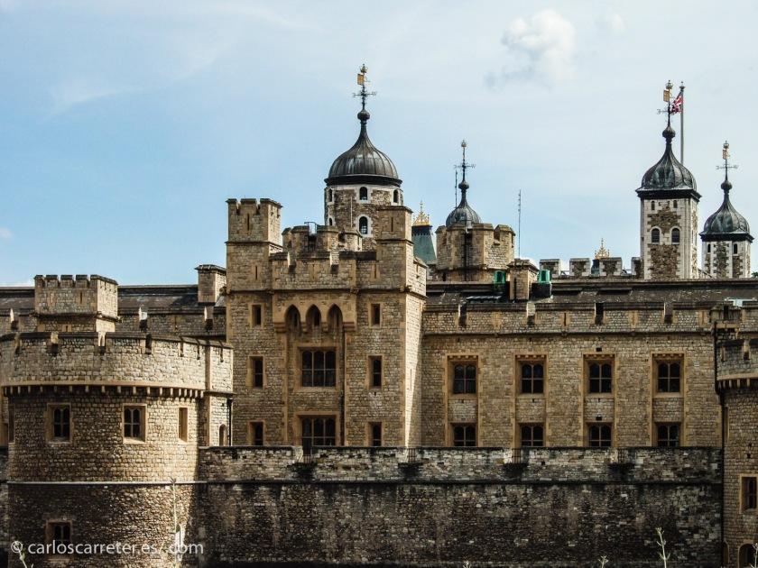 Son diversas las localizaciones de la película, pero la más importante es Londres, con la Torre incluida, donde se guardan las joyas de la corona.
