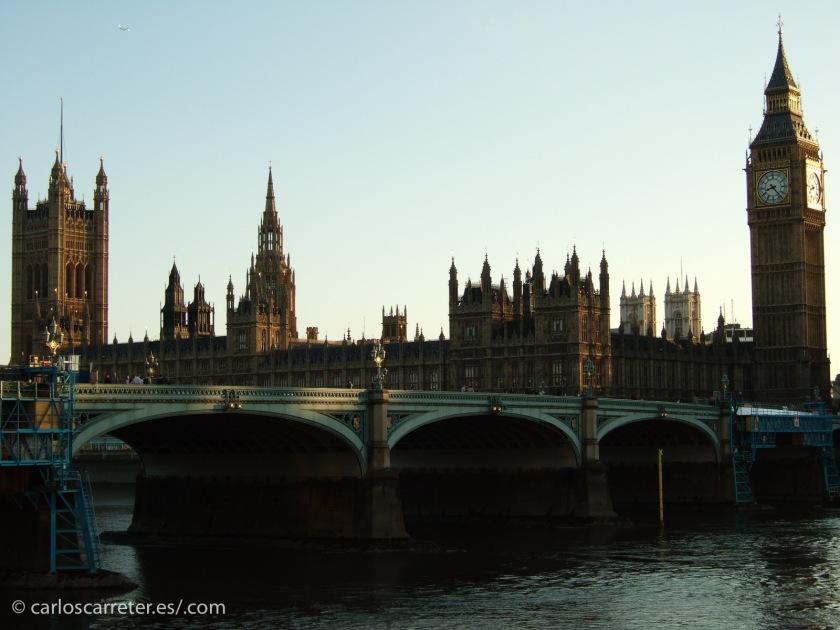 """Aunque esa persecución por el Támesis helado sucede en una """"excursión"""" a un Londres más antiguo todavía..."""