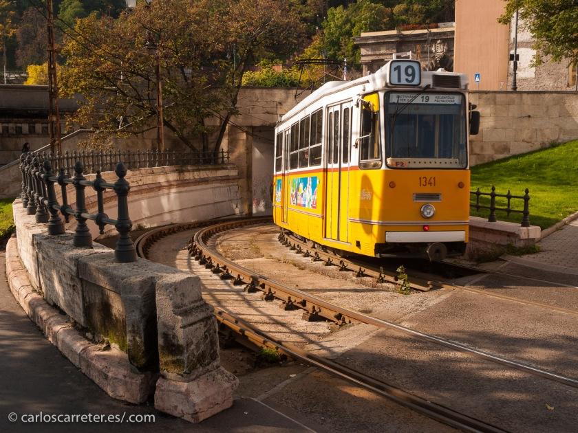 Hoy toca repasar próximas apariciones en mi Tumblr viajero (abajo el enlace); por ejemplo, viajando en tranvía por Budapest.