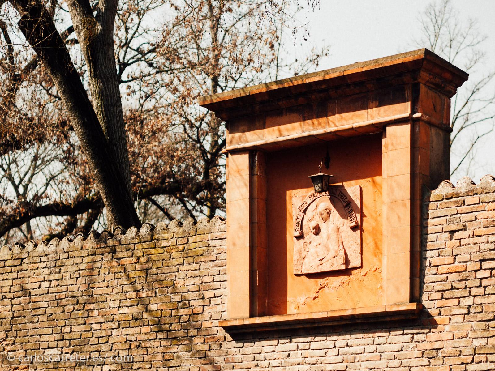 """Y el suegro de Lucrezia, el duque Èrcole I d'Este, tiene dedicado un corso, una de las calles más bellas de la ciudad. Por cierto, que Ferrara es también el lugar donde transcurre otra novela que me gusta mucho, """"El jardín de los Finzi-Contini"""" de Giorgio Bassani."""
