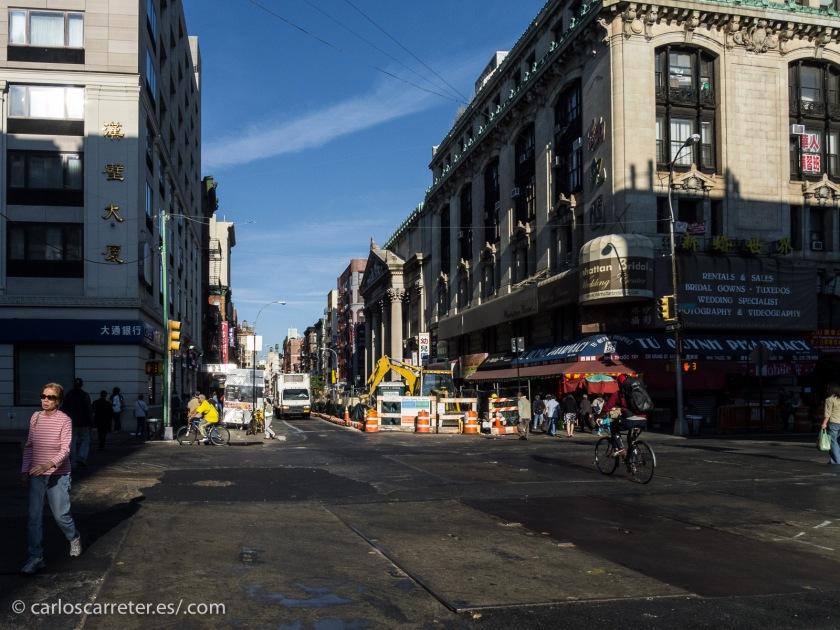 Pero no el Nueva York de los tópicos turistas, sino el de las calles y los neoyorquinos, con sus alegrías y sus miserias.