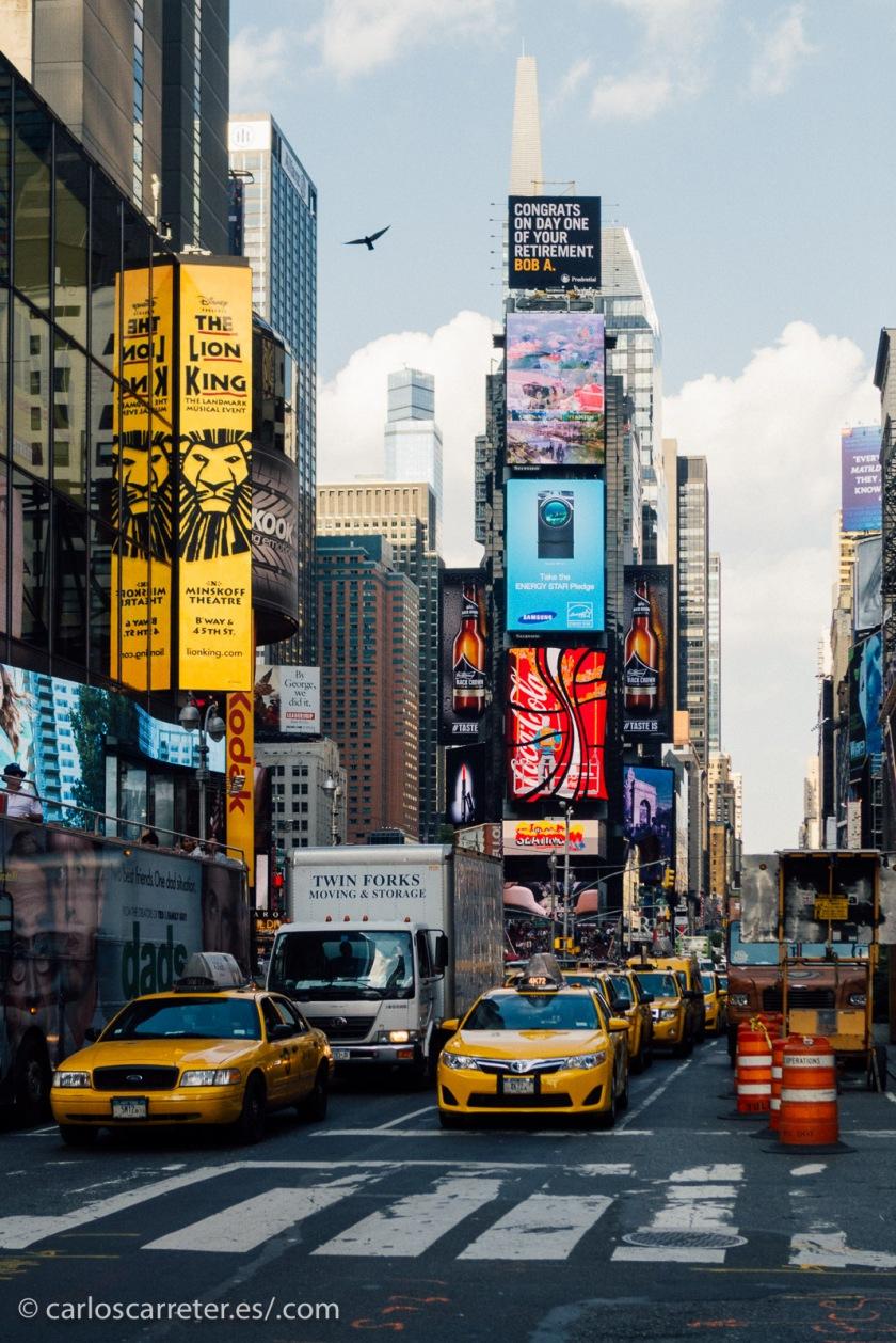 y sus avenidas, con más de sus amarillos taxis.