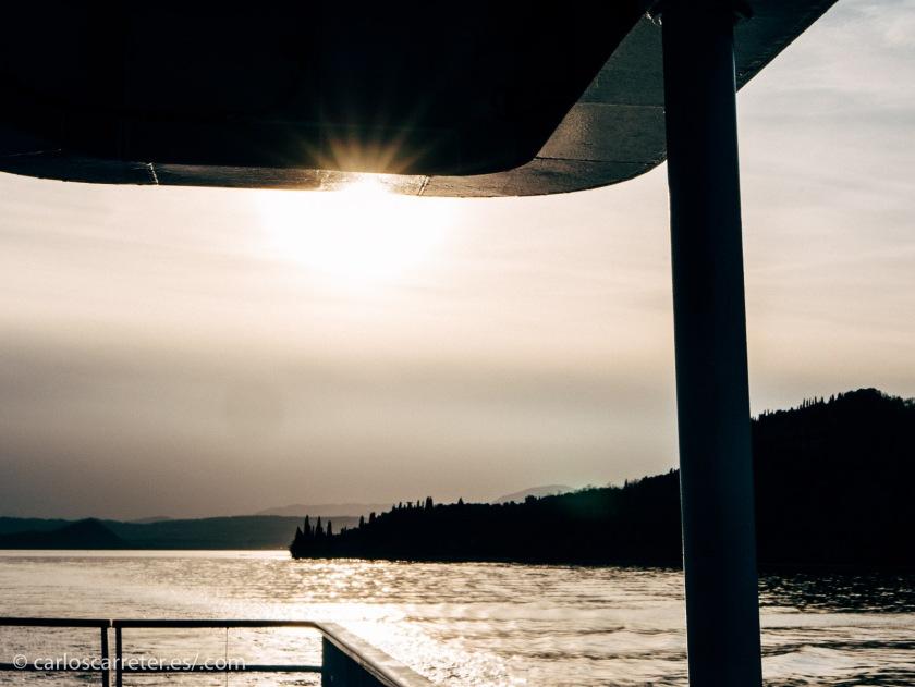 Atardecer en el lago de Como tras doblar la punta San Vigilio.