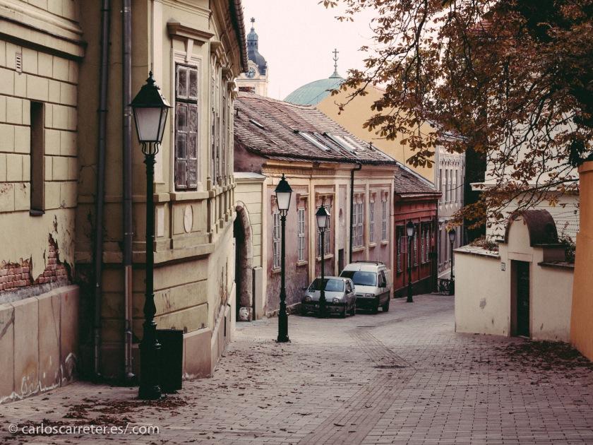 Más al sur, podemos pasear por las tranquilas calles de la ciudad de Pécs.