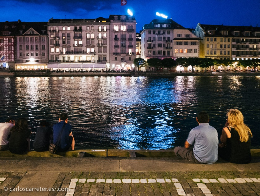El río Reuss es el desagüe del lago Lucerna o de los Cuatro Cantones, que nace en la misma ciudad de Lucerna.