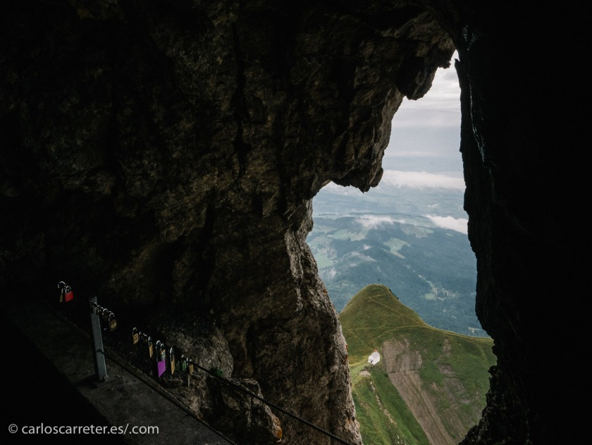 Ya que tenemos lo sobrenatural por partida doble, nos trasladamos al Monte Pilatus en Lucerna, donde lo sobrenatural también aparece por partida doble.