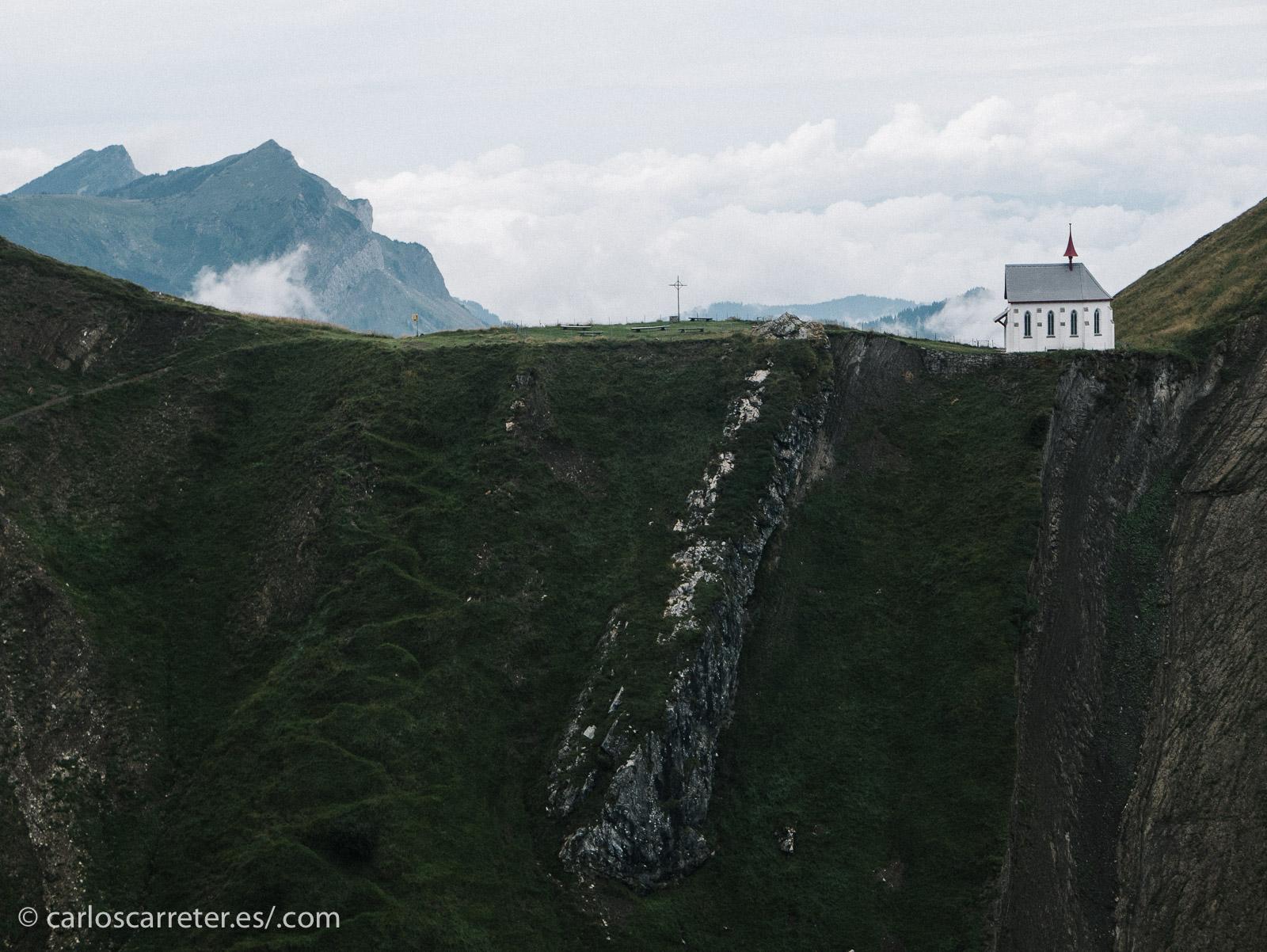 E incluso casa de gigantes y otras supersticiones se han propuesto para esta montaña de gran belleza natural.