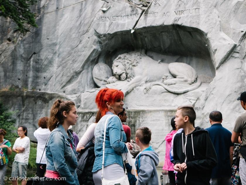 Muchos más turistas que hace seis años, cuando también visitamos Lucerna; especialmente grupos numerosos de chinos e indios. Pero no solo.