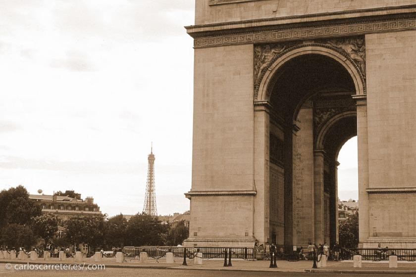 """Época en la que Francia se llenó de monumentos en recuerdo a sus caídos y sus """"victorias""""... no sabían cuan poco faltaba para sufrir otra catástrofe bélica y moral."""