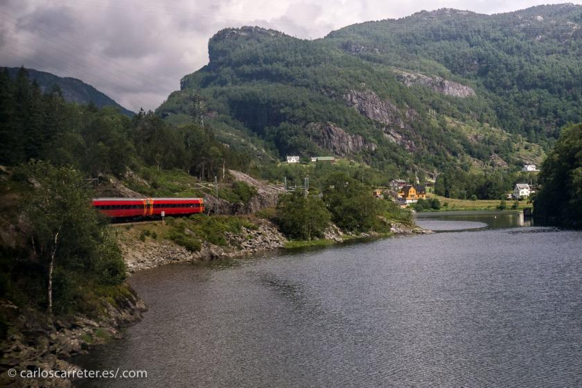 Fundamentalmente, en Oslo (encabezado), la ruta del Bergensbanen (esta foto y la anterior)...