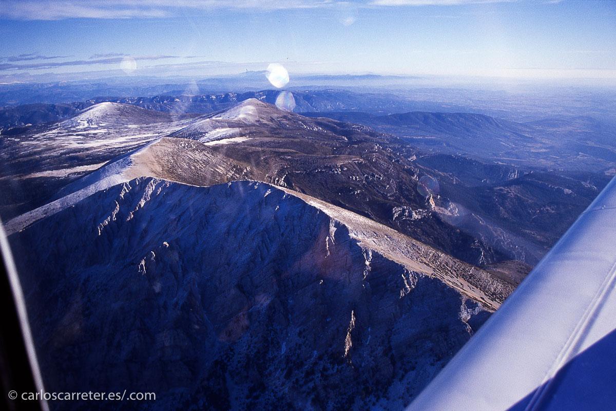 También podemos sobrevolar la sierra de Guara, cerca de Huesca, con una avioneta un día de Nochevieja, ya hace un tiempo.