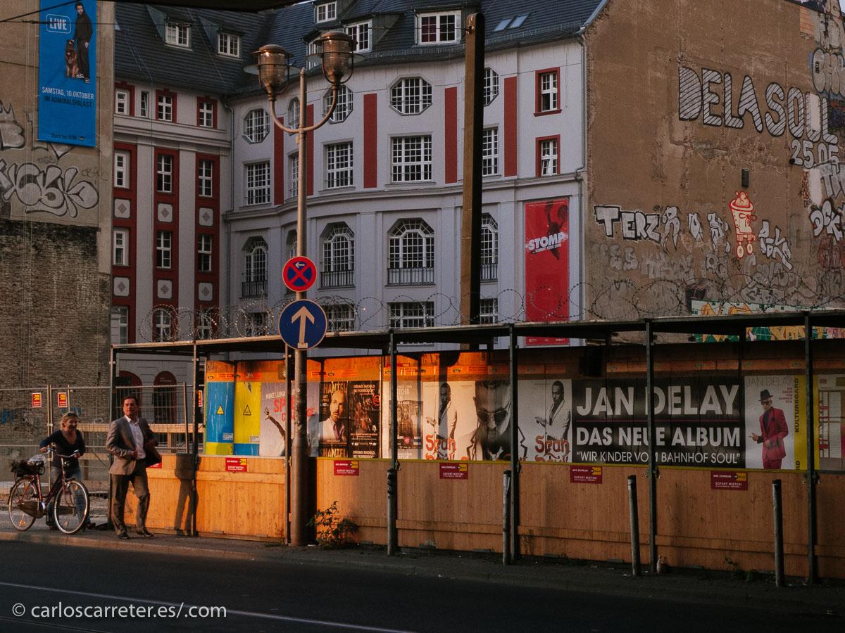 Pero bueno, mientras podamos, disfrutemos de las civilizadas y tranquilas calles berlinesas, aunque los alemanes no sean en estos momentos uno de los pueblos favoritos del resto del mundo, o al menos de Europa.