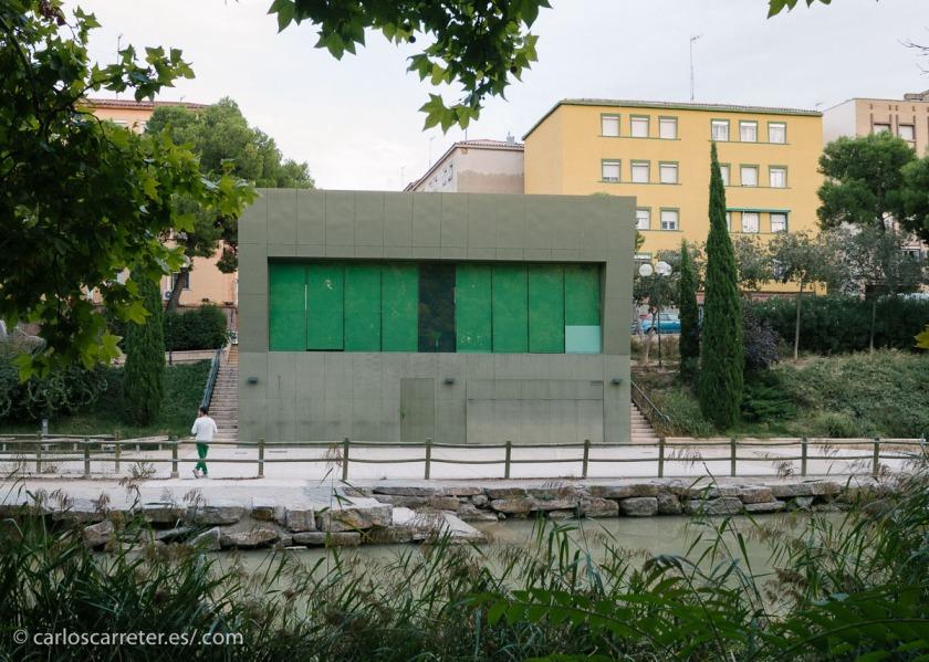 Por la ribera del canal de Zaragoza.