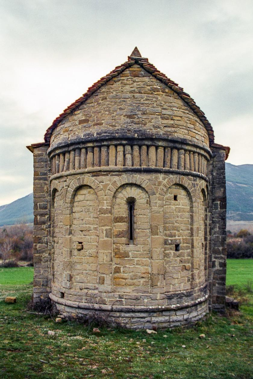 Otra zona habitable que no aparece en la historia es el valle del río Gállego, aquí la iglesia de San Juan de Busa.